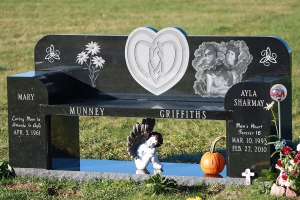 Munney-Griffiths-black-granite-bench.JPG