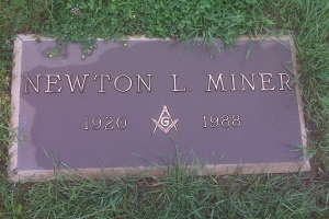 Newton-bronze-foot-marker