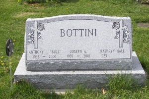 Bottini-gravemarker-slant-on-base
