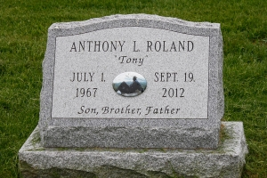 Roland-slanted-gravemarker-with-ceramic