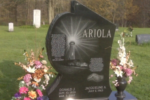 Ariola-special-shape-memorial-with-vases